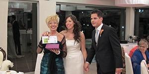 La Roser i el Dani van cedir un espai per a la recerca contra l'Alzheimer en un dia tan important com el del seu casament.<br />