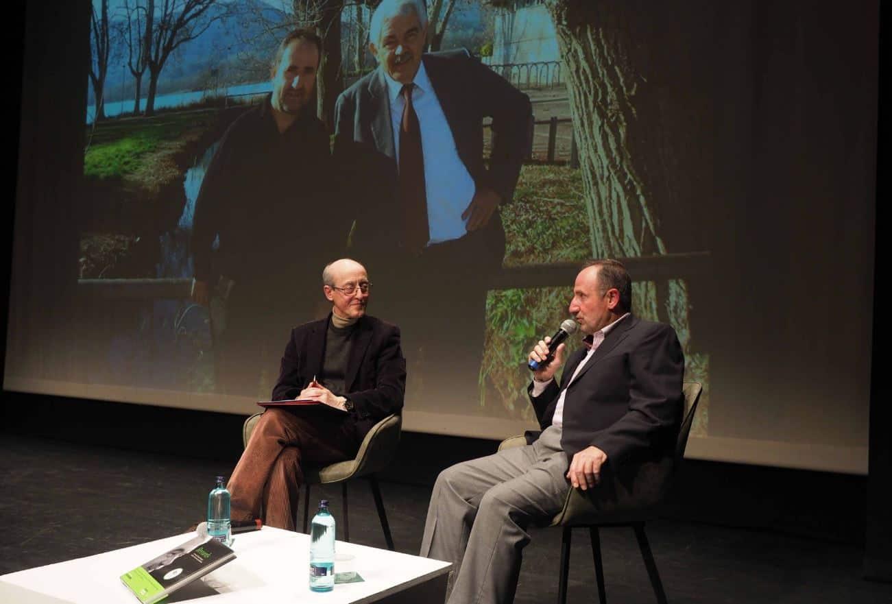 Salvador Sarquella i Joan Solana en la presentació del llibre a Banyoles
