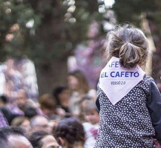 Venda de mocadors solidaris a El Cafetó de Figueres