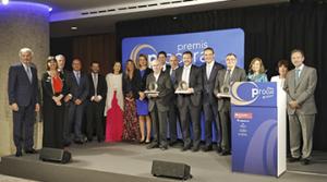 Els guanyadors dels premis del Col·legi de Procuradors amb les autoritats convidades a l'acte