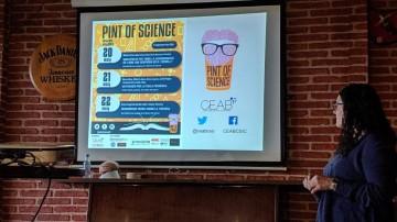 La investigadora del BBRC Marta Crous-Bou durant la seva xerrada al Pint of Science 2019