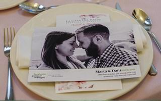 ¡Convierte tu boda en un día inolvidable con las postales solidarias de la Fundación!