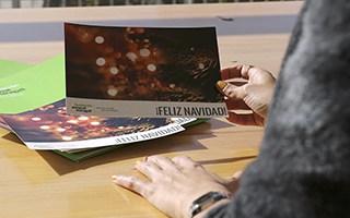 ¡Únete a la lucha contra el Alzheimer regalando investigación con las postales de Navidad de la Fundación!
