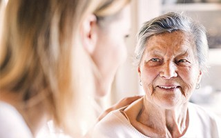 Expertos internacionales alertan de la vulnerabilidad de las personas con demencia ante el COVID-19