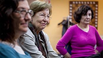 25€. Un cuidador rompe su rutina y mejora su bienestar emocional participando en nuestros grupos terapéuticos.