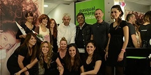 El equipo de la peluquería Raffel Pagès Craywinckel colaboró con lo que mejor saben hacer, y donaron parte de los importes de los cortes de pelo que se hicieron durante todo un mes a la investigación del Alzheimer.<br />