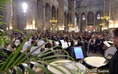 La basílica de Santa María del Mar llena en el concierto de la Jove Banda Simfònica de Barcelona