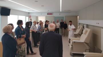 El Dr. Marc Suárez con algunos de los visitantes en la Jornada de Puertas Abiertas