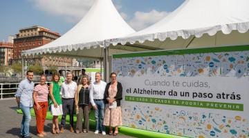 """La campaña """"Cuando te cuidas el Alzheimer da un paso atrás"""" se estrenó en Bilbao con la inauguración oficial"""